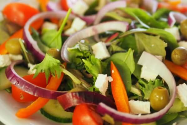 Bohnensalat mit Oiven und Schafskäse zum Abnehmen geeignet