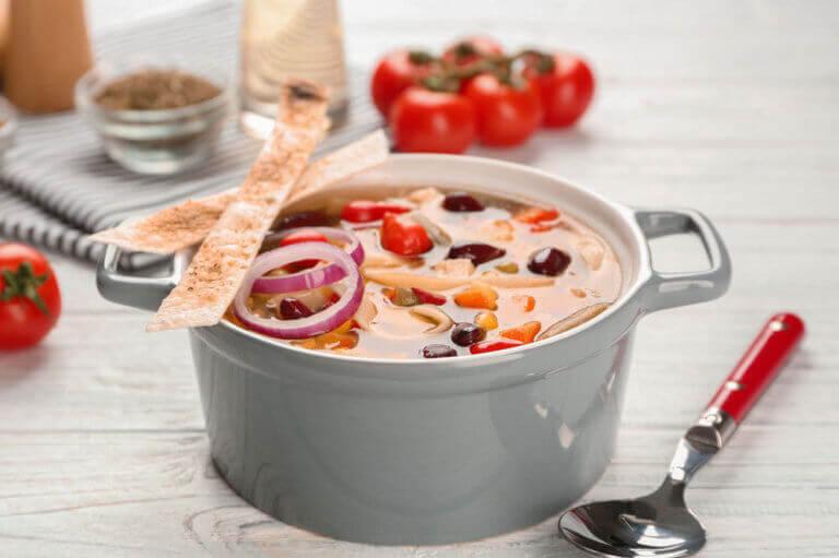 Diese Bohnensuppe mit Gemüse als leckere Fastenspeise